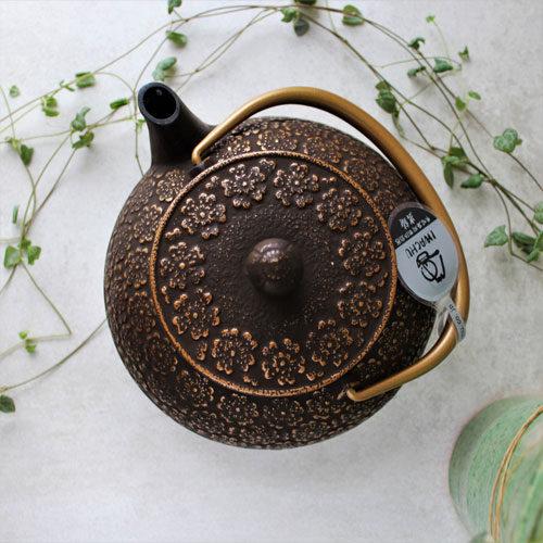 théière japonaise brune et dorée