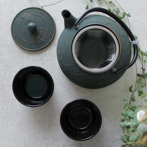 théière et tasses japonaises